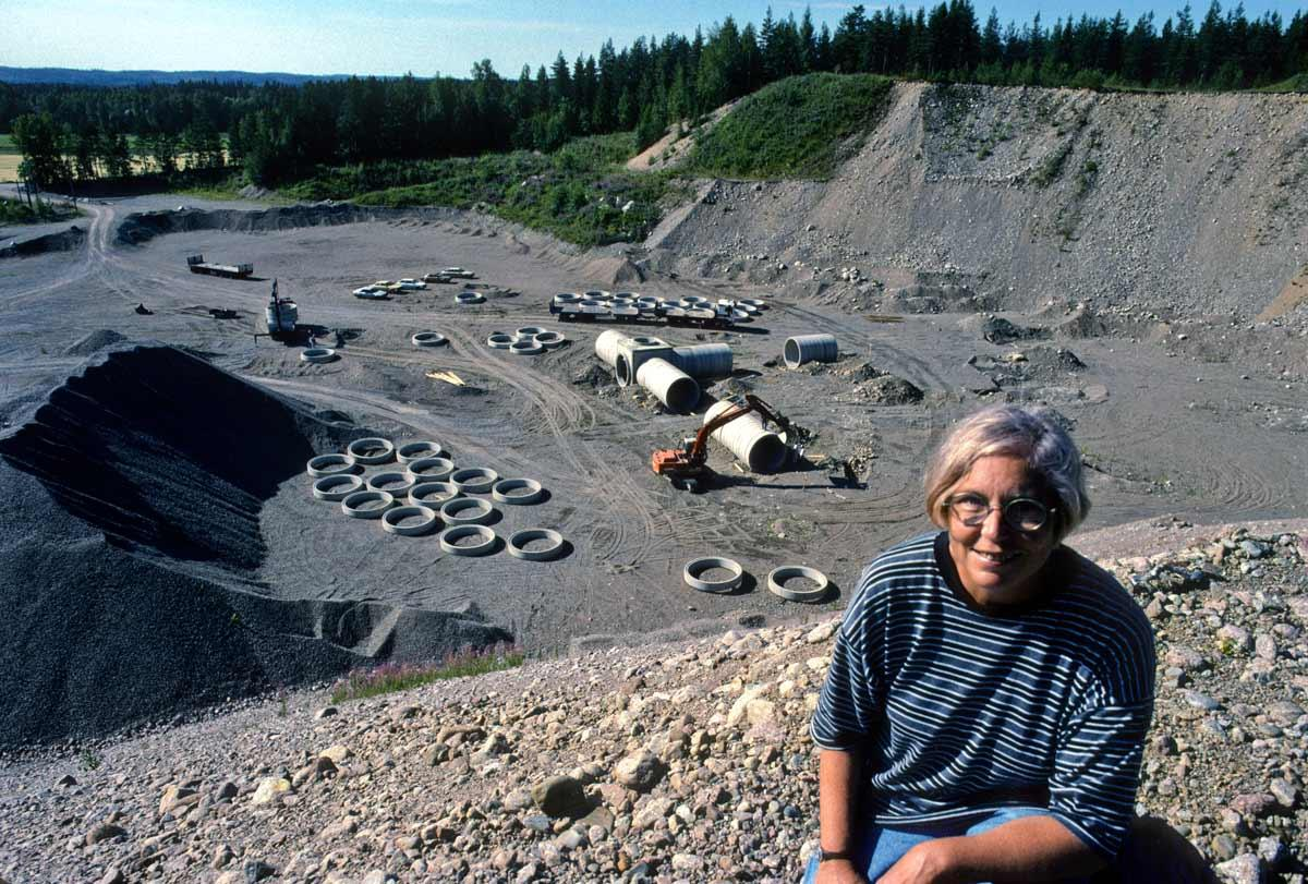Nancy Holt at the site of the construction of her work Up and Under built in an abandoned quarry in Nokia, Finland