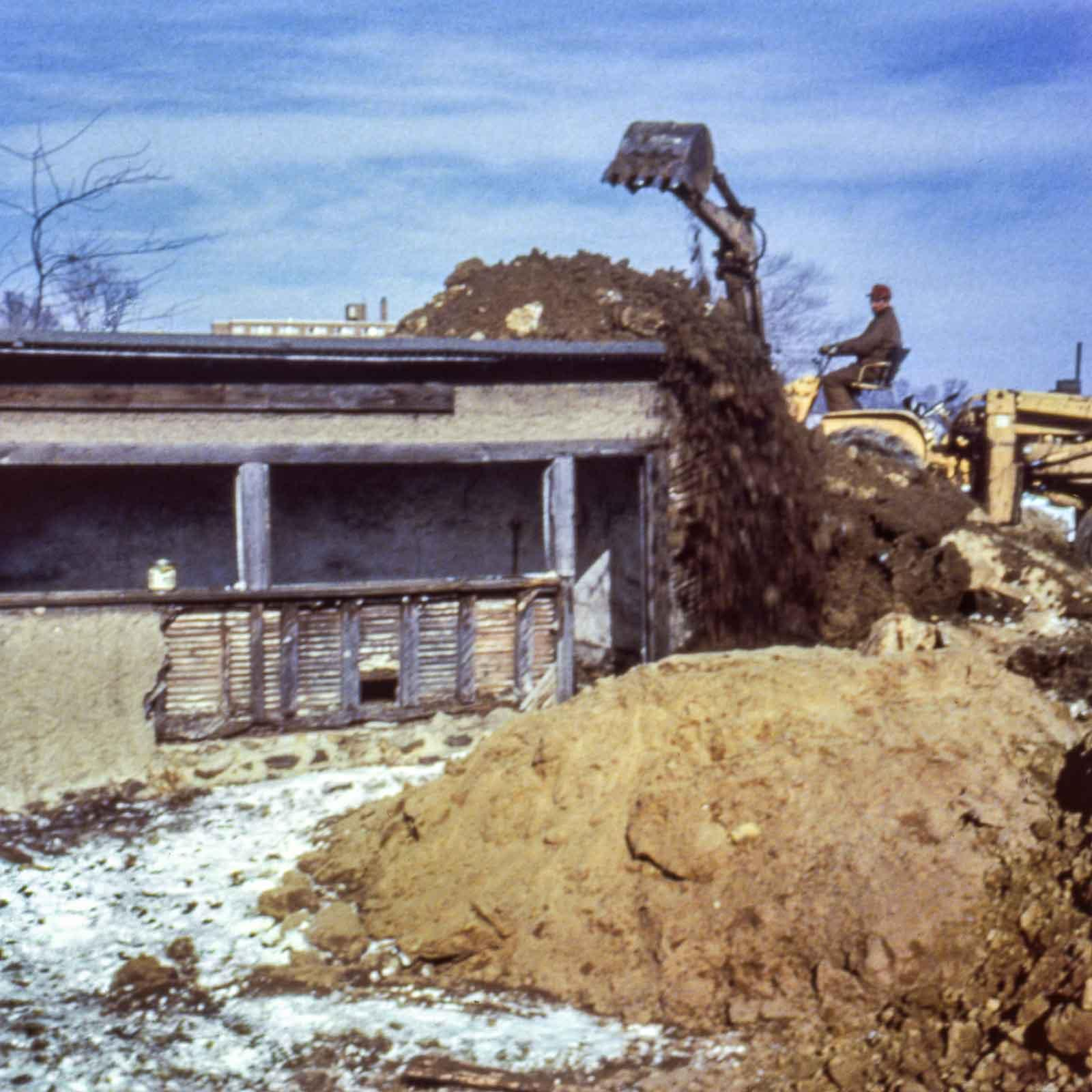 A 1970 work by Robert Smithson. Smithson piled earth atop an old woodshed on the campus of Kent State University until the center beam cracked.